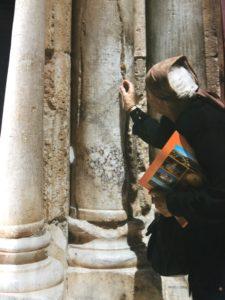 La Columna rota y el Milagro del Fuego Sagrado